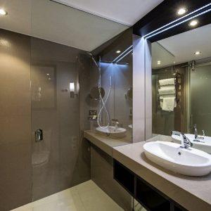 Hilton Darwin guest bathroom